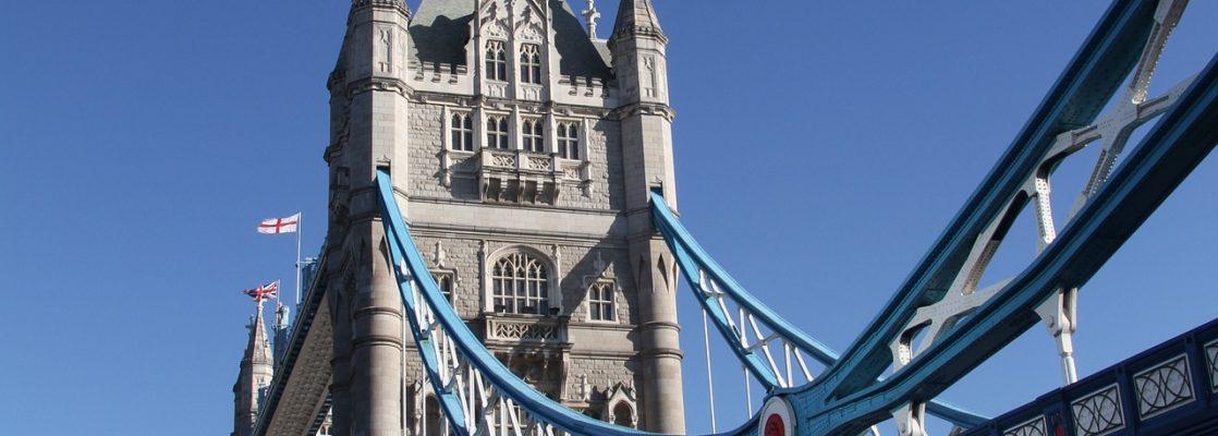Calatorii spre Anglia cu Romfour, servicii de transport persoane catre UK