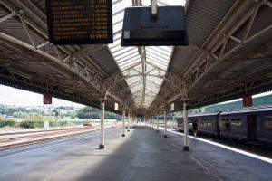 Transport colete Romania-Anglia cu Romfour direct la usa sau cu trenul